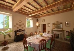 the dining room in the villa di collina